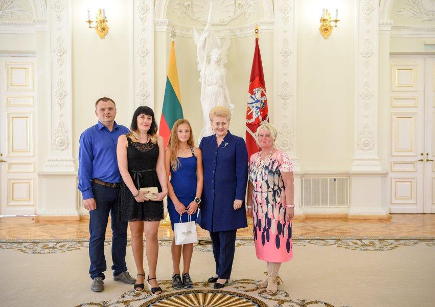 Lietuvos Prezidentei patiko kaišiadorietės Veronikos piešinys...