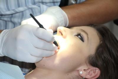 Dantų protezavimo kainos