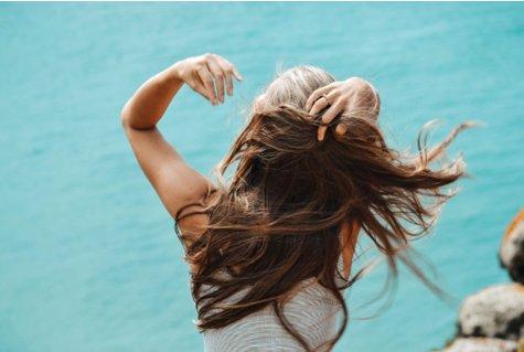 Ar tikrai vitaminai plaukams skatinantys plaukų augimą veikia?  Geriausi vitaminai plaukams, pasak dermatologų